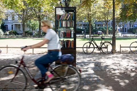 Что делают книжные шкафы в немецких городах?