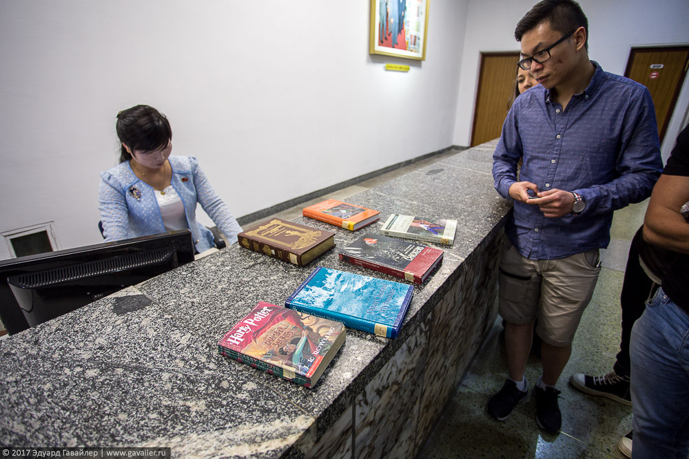 Библиотека в Пхеньяне — эпицентр сюрреализма Часть, Северной, Корее, очень, здесь, входе, музей, Северная, Пхеньяна, Корея, Пхеньяне, Здесь, Библиотека, сюрреализма, эпицентр, Северокорейские, Пхеньян, Кореи, дворца, Народного