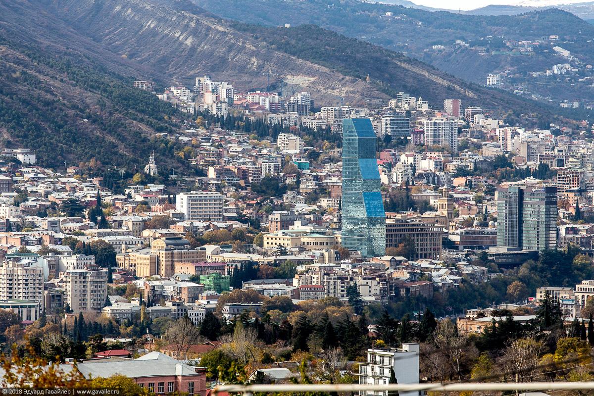 Вид на Билтмор отель в Тбилиси