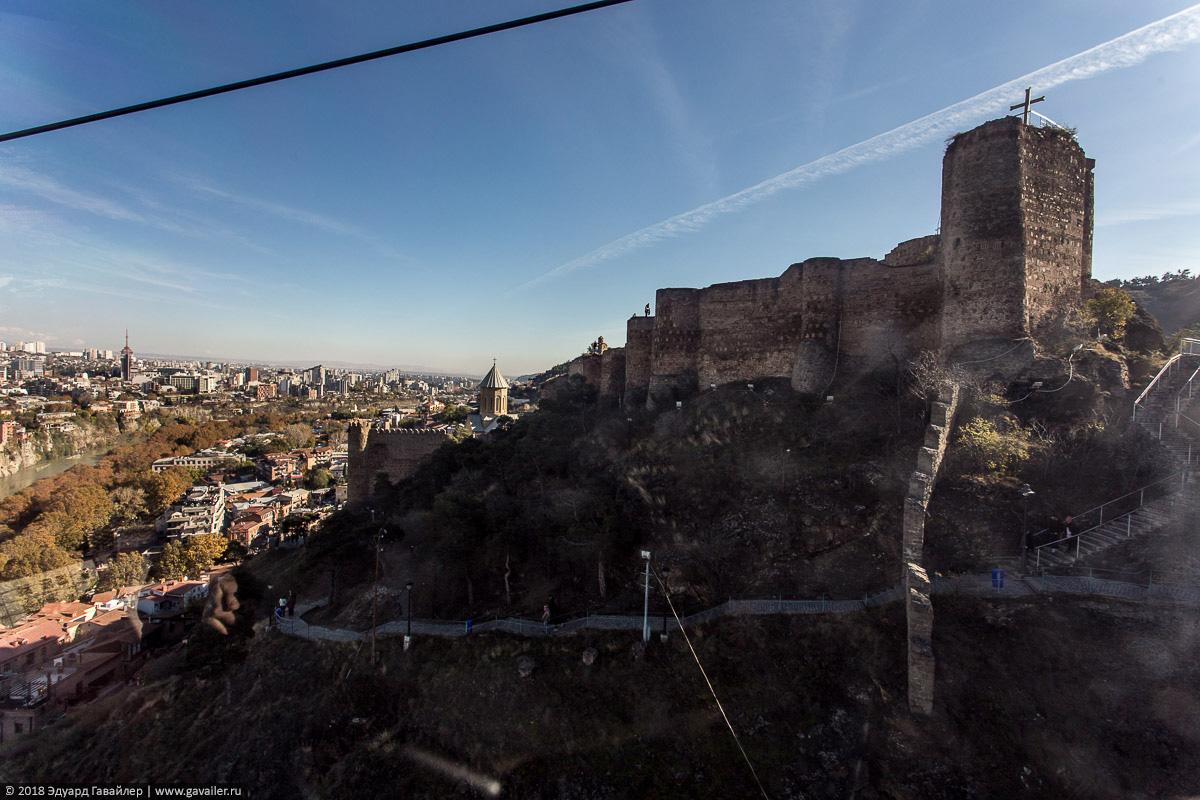 Крепость Нарикала с канатной дороги в Тифлисе