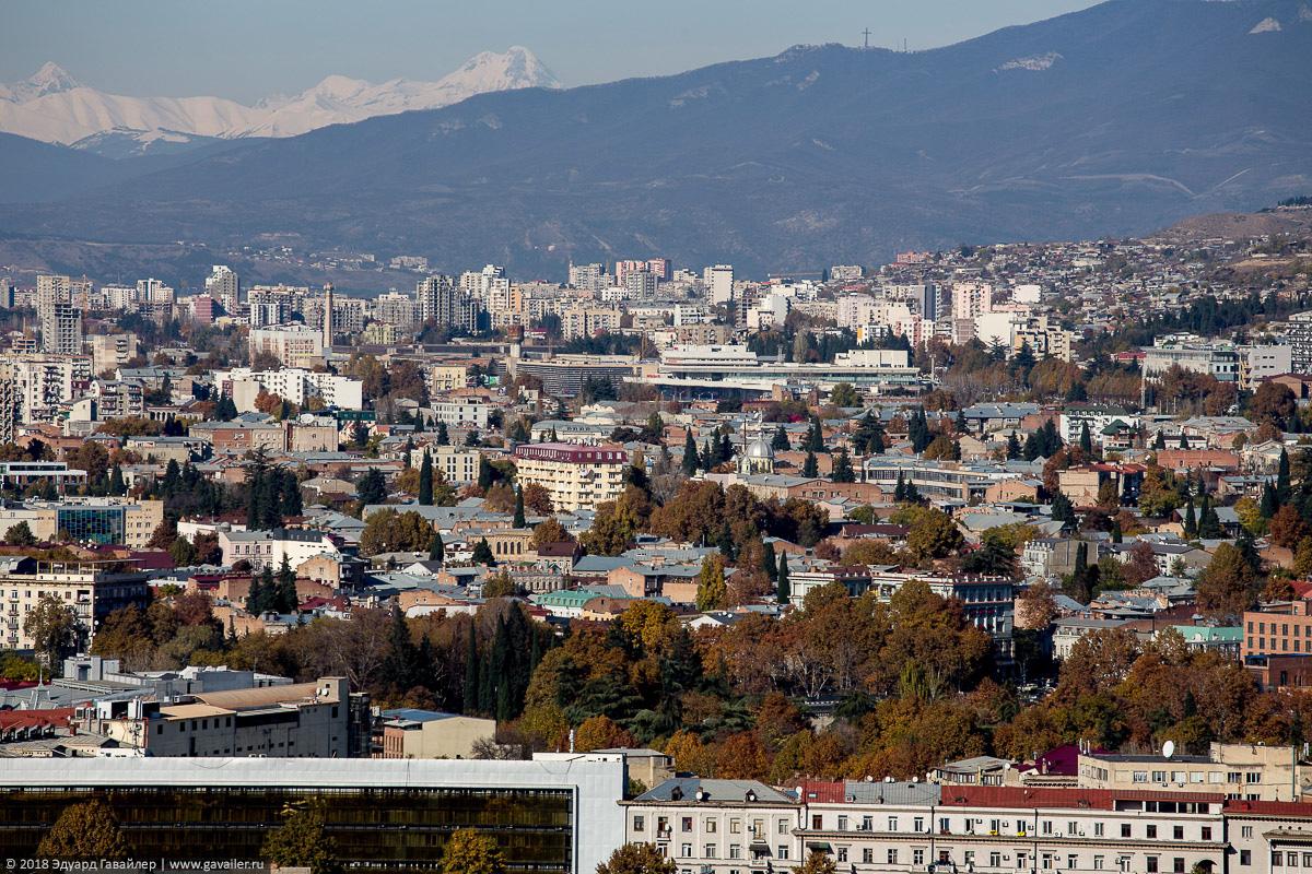 Тбилиси и горы с высоты крепости Нарикала