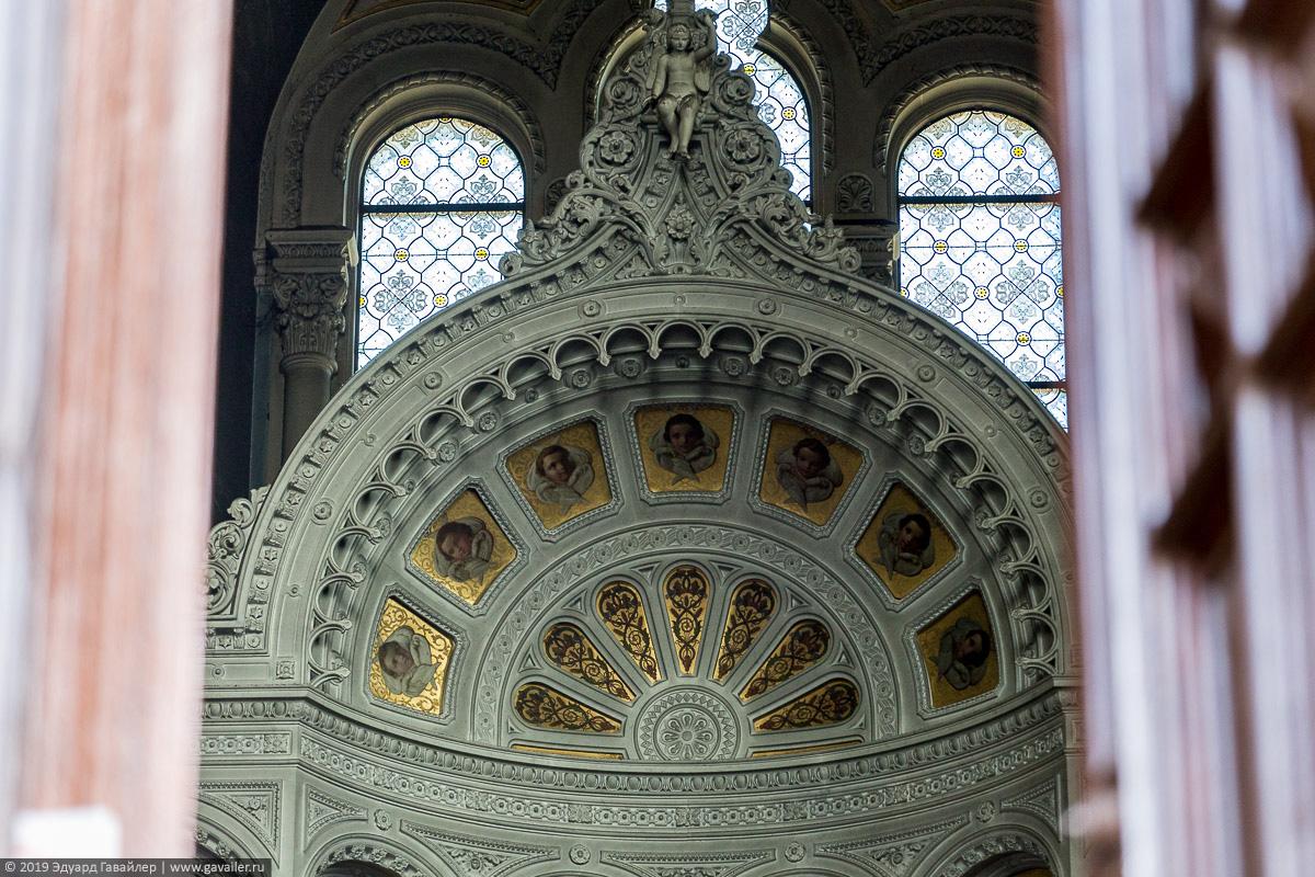 Внутри русской церкви в Висбадене