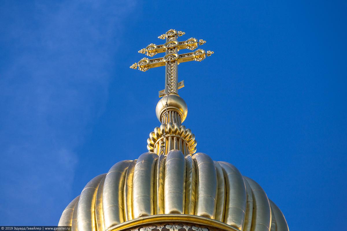 Православный крест на куполе русской церкви в Висбадене