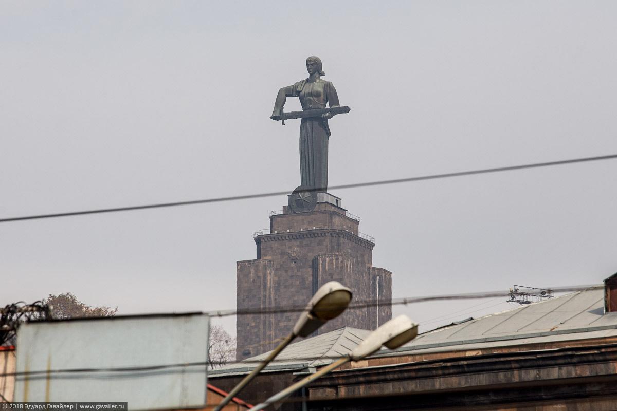 Монумент Мать Армения в Ереване
