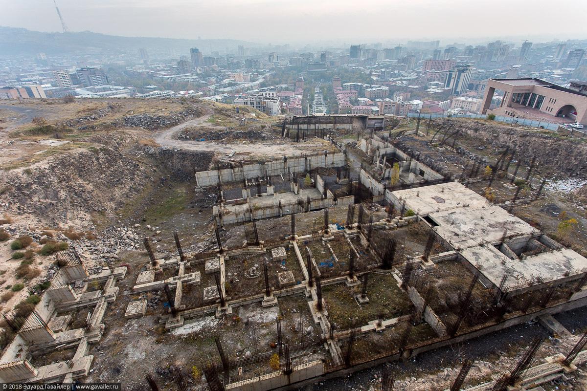 Обелиск Возрождённая Армения с воздуха