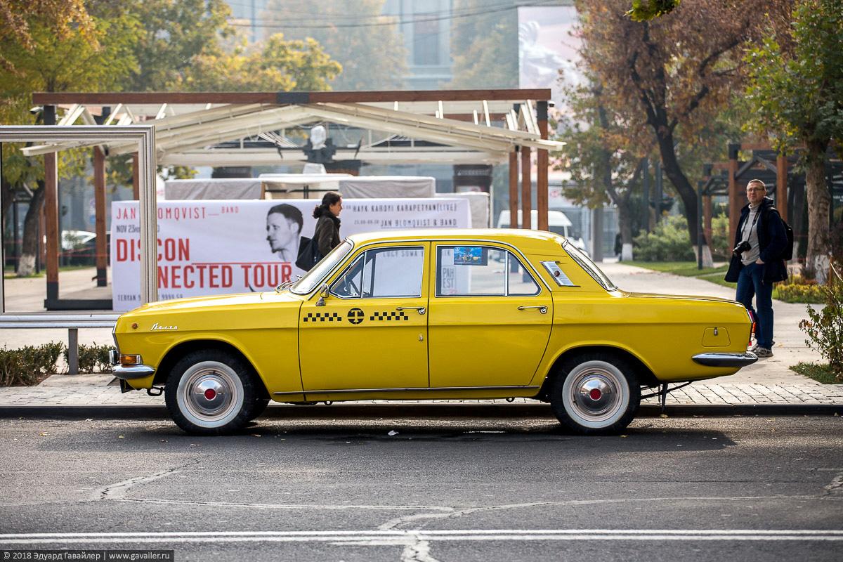 Желтая Волга такси из СССР